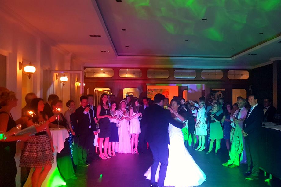 DJ Hochzeit - die Party beginnt mit einem Walzer